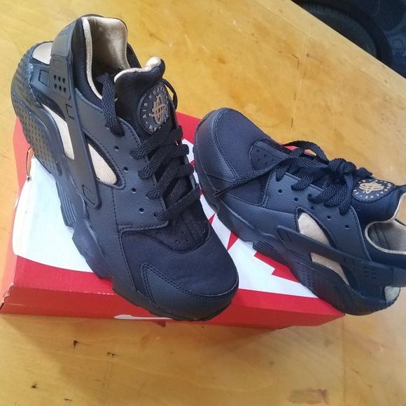 huge discount 50b83 b8de0 Nike Huaraches Boutique